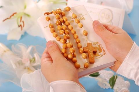 È tempo di Prima Comunione: i festeggiamenti dovrebbero privilegiare la spiritualità