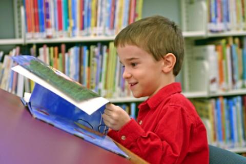 Leggiamo ai figli le storie per bambini per insegnare loro le origini della S. Pasqua