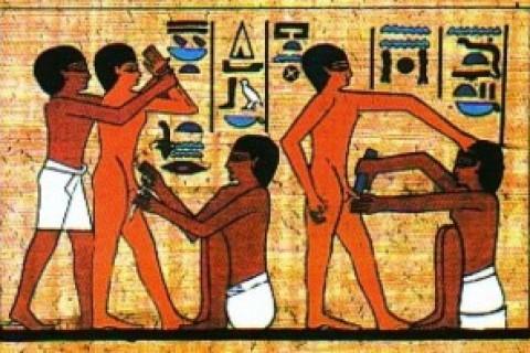 Facciamo la conoscenza con la circoncisione, pratica diffusa anche in Italia