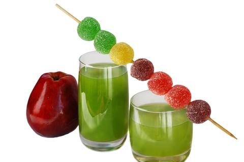 Acqua, spremute di agrumi o frutta centrifugata: dissetiamo i piccoli in estate
