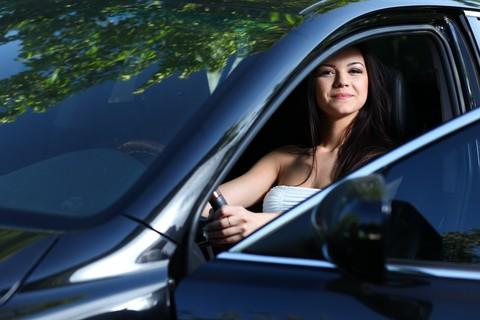 Dal 21 dicembre 2012 le donne pagheranno di più per l'assicurazione dell'auto