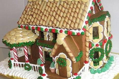 Ritorna la sfida: chi vincerà il gioiello per aver realizzato la più bella Gingerbread house?