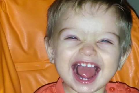 I primi dentini sono pronti a tagliare: gioie e dolori tra cose da fare