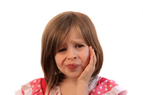 Cause del mal di denti nell'infanzia: l'eruzione dentaria o una carie