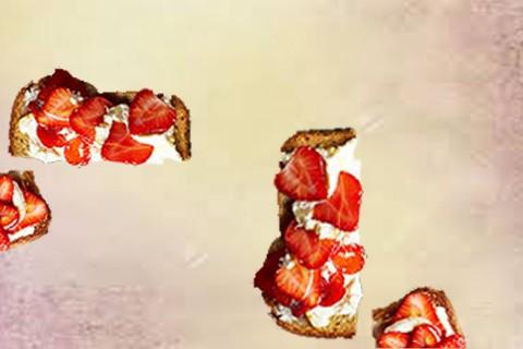 Toast dolce per il mattino alla fragola