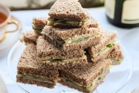 Piccoli sandwich al cetriolo