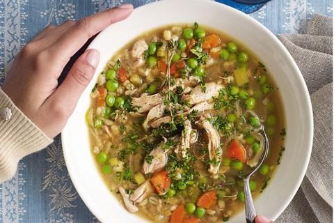 Zuppa di pollo e piselli
