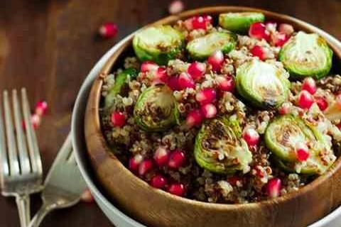 Insalata di quinoa e cavoletti di Bruxelles