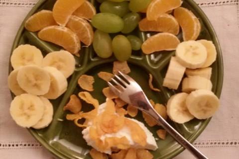 Mandarancio banana e uva con yogurt