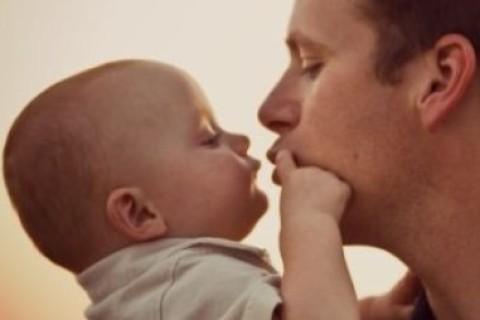 Mai baciare sulla bocca i bambini