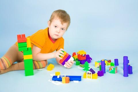 Lo sviluppo cognitivo di un bimbo passa attraverso un giocattolo sicuro
