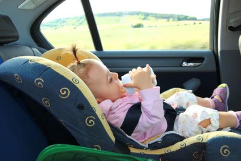 Il seggiolino in auto e' un obbligo purtroppo disatteso da tanti genitori
