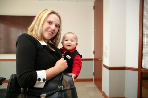 Entrata in vigore la legge Job Act che regola anche i permessi di maternità