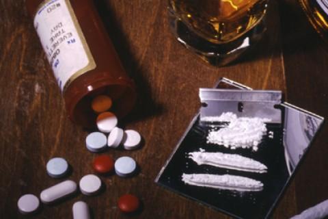 Alcol, spinelli e sostanze nate in laboratorio sono sempre più diffuse tra gli adolescenti