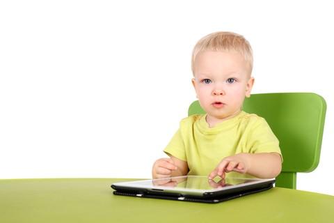 La luminosità del PC, tablet o smartphone può creare problemi alla vista