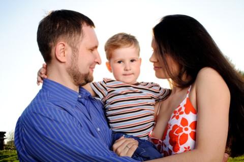 Eliminata la differenza tra figli nati nel matrimonio e figli riconosciuti
