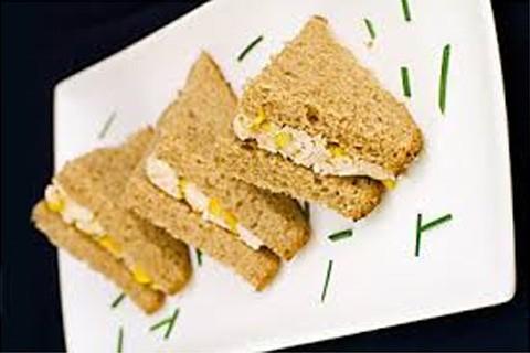 Sandwich all'insalata di pollo