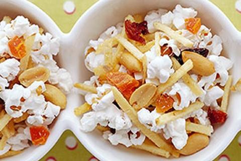 Snack Misto di pop-corn e frutta secca
