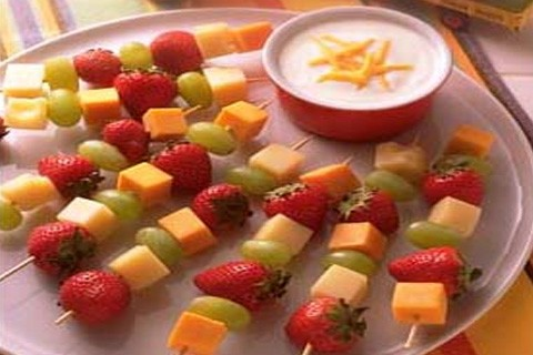 Spiedini di frutta e yogurt