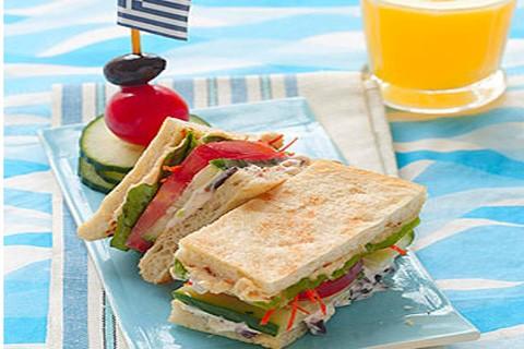 Sandwich all'Hummus e vegetali