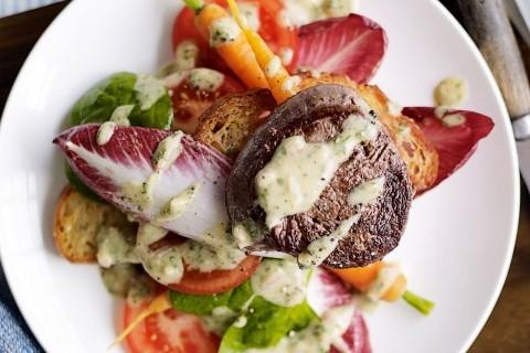 Filetto su letto di insalata