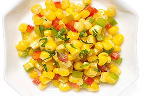 Insalata di mais, pomodori e sedano