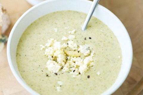 Zuppa di cavolfiore e formaggio