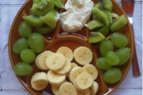 Banane uva e kiwi