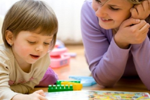 Iperattività: leggere e giocare con i figli può prevenirla