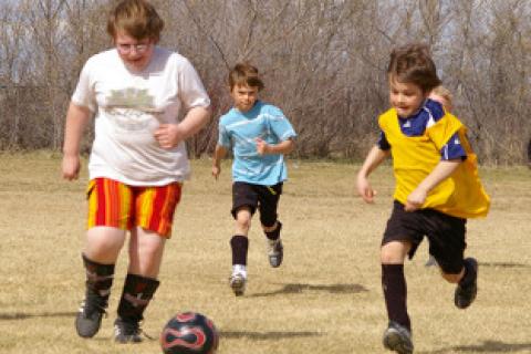 Obesità infantile, gli amici aiutano a combatterla