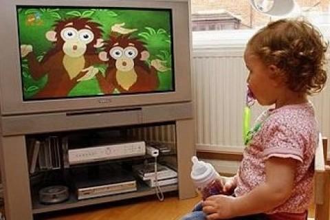 I bambini passano troppo tempo davanti alla TV