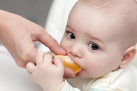 Svezzamento in estate: se il bebè non mangia