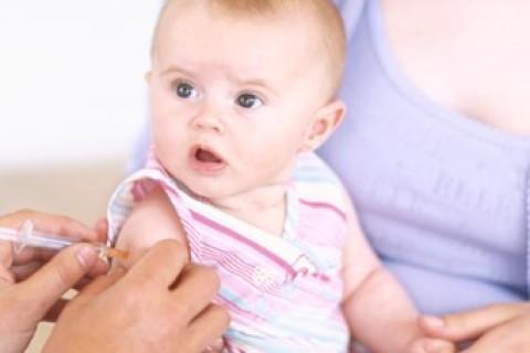 Neonato con pertosse grazie ai no-vax. Indagine ASL