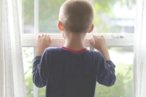 Bambini: quando possono restare soli in casa