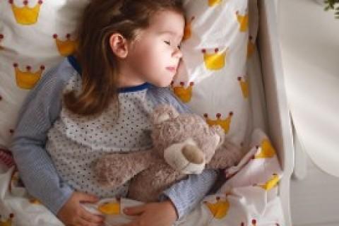 Poco dormire tanto ingrassare: bambini a letto presto