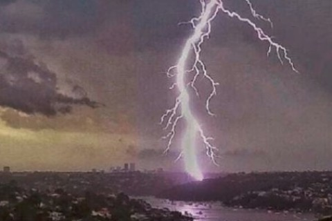 Tuoni e lampi: i temporali provocano paura nei bambini