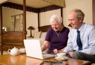 Nonni in internet, la navigazione sta funzionando da anti-depressivo