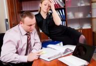 I flirt sul posto di lavoro rispondono alla noia ma potrebbero far  bene al lavoro