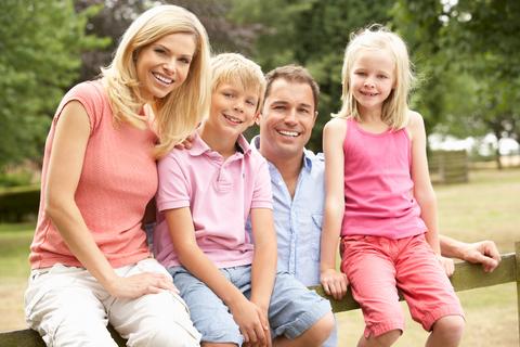 famiglia parco parchi divertimento giochi bambini