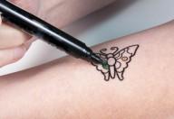 Tatuaggi e minori, la legge colloca a 16 anni la necessità del consenso