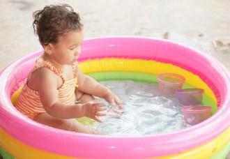 Proteggiamo i nostri bambini dai pericoli che possono venire dall acqua guida genitori - Piscine gonfiabili per bambini toys ...