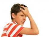 Il mal di testa è la prima scusa per non andare a scuola, ma qualche volta è reale