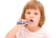 I denti da latte sono sempre più colpiti dalla carie, una vera e propria malattia