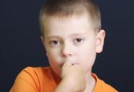 Rosicchiare le unghie è un segno del disturbo ossessivo compulsivo lo sostengono gli esperti