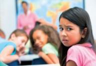 Bullismo in prima linea: una ragazzina giù dalla finestra