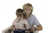 Le favole ed i racconti vanno letti ai bambini: educano a vincere le paure