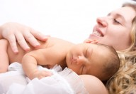 Mamma e bambino insieme, un tempo era così, oggi si chiama rooming in