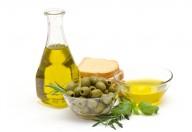 Prezioso nutrimento vegetale, l'olio d'oliva è il cibo adatto nelle diete