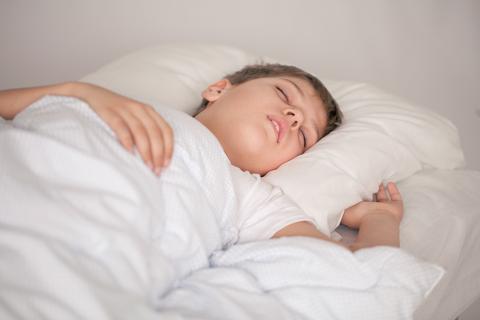 Gli adolescenti sono pi sereni se possono dormire di pi - Giochi di baci sul letto ...