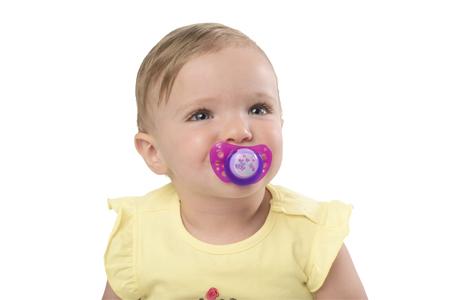bambina con il ciuccio